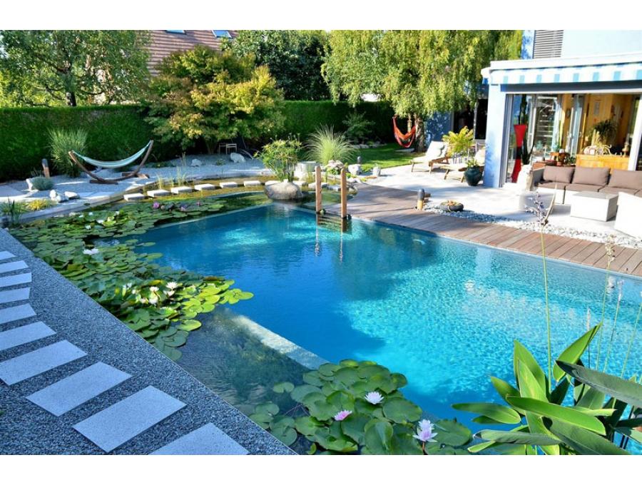 Biyolojik yüzme havuzları, doğal yüzme havuzu veya naturel havuz olarakta adlandırılır. Biyolojik yüzme havuzları hiçbir kimyasal madde desteği olmadan